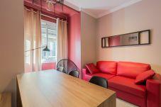 modernes Wohnzimmer in der Plaza España Wohnung im Zentrum von Barcelona