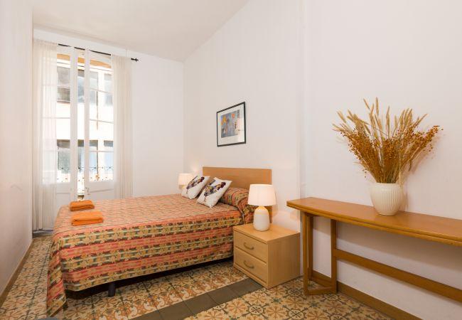 a Barcelona - GRACIA SANT AGUSTÍ piso de 3 dormitorios en alquiler por días en Barcelona centro, Gracia