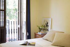 Apartamento em Barcelona - PARLAMENT, renoveret, moderne og sød lejlighed ved siden af Mercado San Antonio