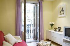 Bonito apartamento com varanda no bairro de Sant Antoni em Barcelona