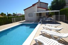 Villa in Ametlla de Mar - Villa Ametlla 28:Fenced Private Pool-Terrace and BBQ-Near Beach Las 3 Calas-Wifi included