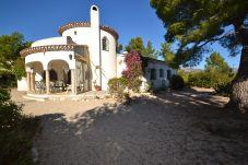 Villa in Ametlla de Mar - Villa Clovis:Private Pool & wooded garden-FREE AC,Parking,Linen,Wifi-3km from creeks in Las Tres Calas