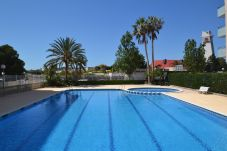 Apartment in La Pineda - Turquesa 2: 300m La Pineda's beach-Terrace pool view-Free Wifi,satellite,linen