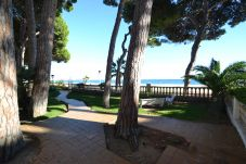 Apartment in Cambrils - Versailles:Vilafortuny's beachfront-Terrace-Free wifi+A/C+linen