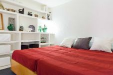 Chalet in Madrid - GARDEN House Downtown MADRID CENTRO-IFEMA-AEROPUERTO. 2 ROOMS 6 PAX GARDEN