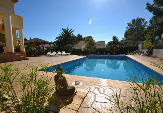 Villa/Dettached house in Ametlla de Mar - Villa Ametlla 9:Big private Pool-Terrace & BBQ-4 Bedrooms-Wifi-1.5 km beaches Las 3 Calas