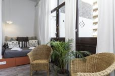 Exterior double bedroom in the Casanova Elegance accommodation in the Eixample district, Barcelona