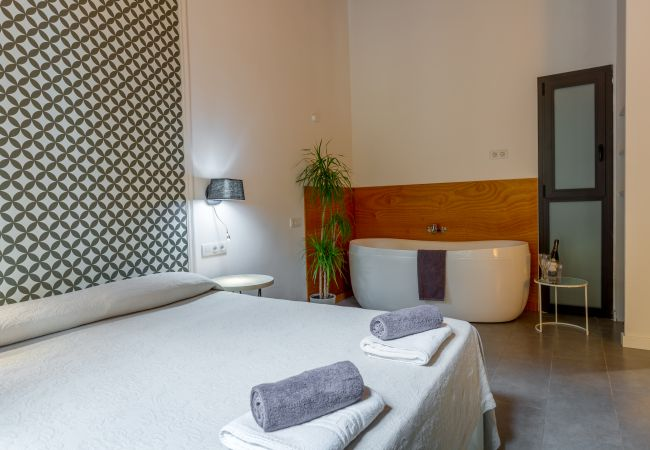Apartment in Barcelona - DELUXE SUITE, central, boho chic, balcony
