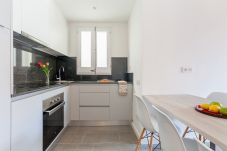 Apartment in Barcelona - Family DELUXE great flat with terrace, kids pool in Barcelona center