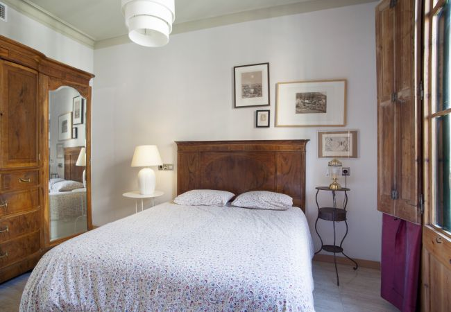 Apartment in Barcelona - VILADOMAT, large, comfy, 4 bedrooms