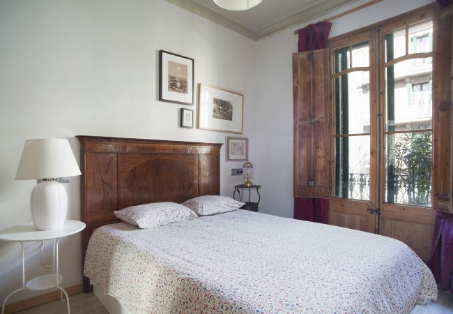 Spacious and cozy accommodation with 4 rooms in the Eixample in Barcelona