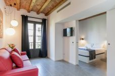 One bedroom apartment, with balcony, double bed and bunk bed. Located in the Eixample neighborhood in Barcelona