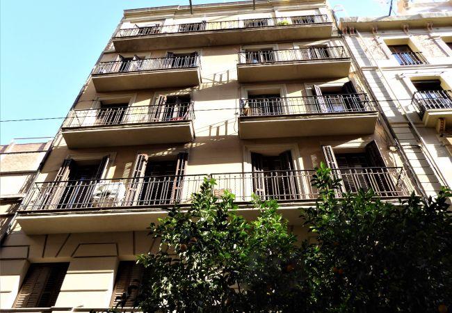 Apartment in Barcelona - GRACIA comfort, patio area