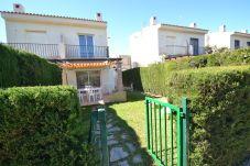 Villa in Ametlla de Mar - Villa 3 Calas 12:Garden view onto the Pool-FREE Wifi-Close to beach in Las 3 Calas