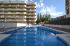 Apartment in La Pineda - Albeniz 2:La Pineda's Centre-250m from beach-Pool-Free Wifi,Linen
