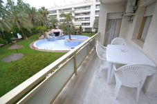 Apartment in Salou - Jardines Paraisol: 2 bedrooms, wide terrace, quality residence with beautiful swimming pool, a few minutes from beaches and shops Salou