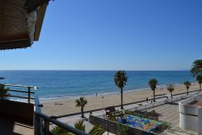 Apartment in Cambrils - APARTSOL T3: Terrace with sea view-Pool-On front Cambrils Vilafortuny beach-3bedrooms+2bathrooms