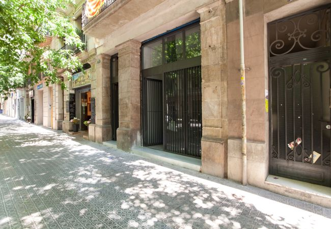 Apartment in Barcelona - Family DELUXE flat with terrace & kids pool in Eixample, Barcelona center