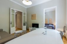 Apartment in Barcelona - Family CIUTADELLA PARK, ideal flat for families and large groups of adults in Barcelona.