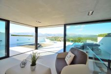 Spacious dining room with views to buger