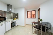 Apartment in Las Palmas de Gran Canaria - RENOVADO, LUMINOSO CON GIMNASIO, AZOTEA, WIFI A 1 MINUTO DE LA PLAYA 4F