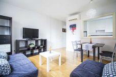 Apartment in Madrid - CUATRO TORRES-CASTELLANA- H. LA PAZ- 1 ROOM 4 PAX