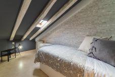 Lägenhet i Madrid - Mansard Madrid Downtown La Latina/Plaza Cascorro M (ECM4ºI)